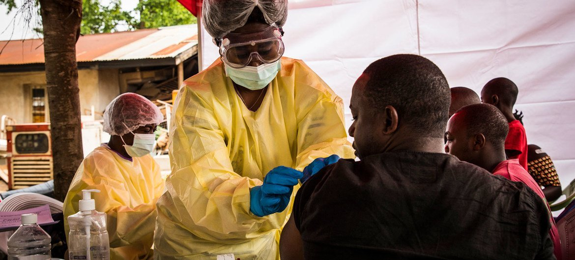 A health worker vaccinates a man against the Ebola virus in Beni, eastern Democratic Republic of the Congo. (file photo)
