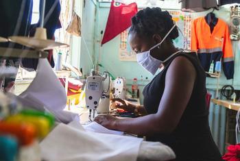 Le manque d'autonomie monétaire et d'accès aux vaccins freine également de nombreuses économies en développement.