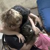 تقدم اليونيسف، بالتعاون مع الشريك المحلي حماية، المساعدة النفسية لفاتن، أم لثلاثة أطفال، عقب التفجير الذي وقع في 4 آب/أغسطس.