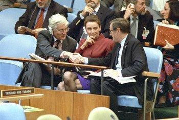 Конвенцию по правам ребенка приняли в 1989 году. На фото в центре – Одри Хепберн, Посол доброй воли ЮНИСЕФ