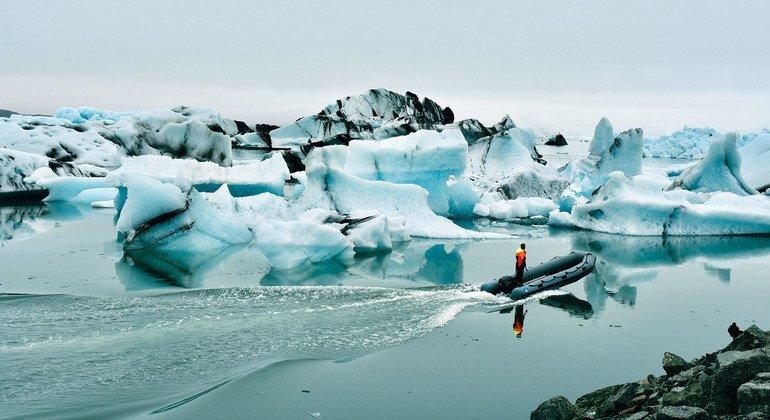 Se acelera el ritmo con que los glaciares fluyen hacia el océano