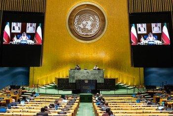 الشيـخ صباح خالد الحمد الصبــاح، رئيس وزراء دولة الكويت، (على الشاشة) يلقى خطابا، سُجل مسبقا، أمام المداولات العامة للدورة الخامسة والسبعين للجمعية العامة