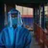 Un trabajador de salud durante la pandemia de COVID-19.
