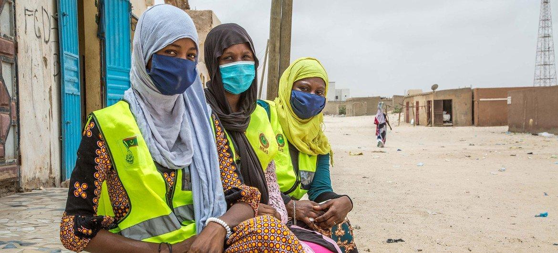 Jóvenes voluntarios concienciando sobre la COVID-19 en Nouakchott, Mauritania.