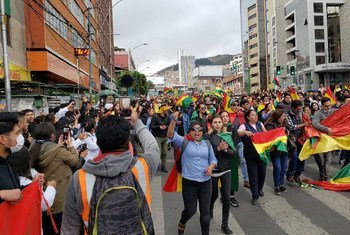 玻利维亚拉巴斯街头的示威者。