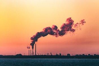 La pollution de l'air pas des centrales électriques contribue au réchauffement climatique.