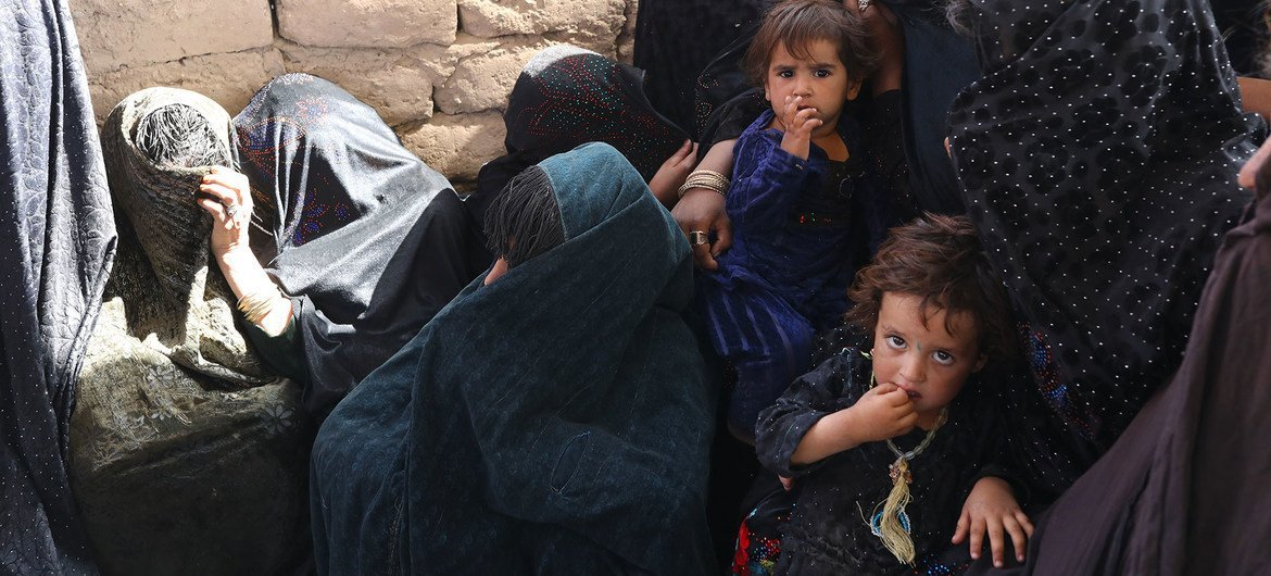 Mothers and children at a WFP-supported mobile nutrition clinic in Herat, Afghanistan.
