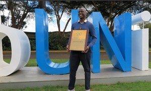 Peter Tabichi, mshindi wa tuzo ya mtu wa Umoja wa Mataifa nchini Kenya mwaka 2019 na mshindi wa tuzo ya mwalimu bora duniani 2019.
