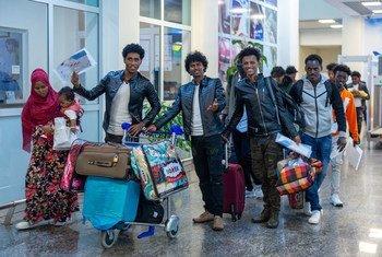 从利比亚撤离后抵达卢旺达首都基加利的116名难民中的一些人。