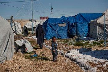 طفل في أحد مخيمات النزوح شمال شرق سوريا.