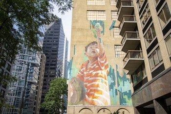 纪念联合国75周年壁画在纽约总部附近街区落成