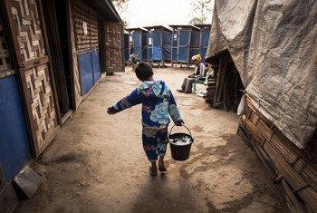 缅甸克钦邦境内流离失所者营地内的儿童(资料图片)。