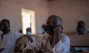Alunos em uma escola primária no estado de Yobe, na Nigéria
