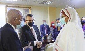 الممثل الخاص للأمين العام فولكر بيرتَس، رئيس بعثة الأمم المتحدة المتكاملة لدعم المرحلة الانتقالية في السودان يتحاور مع وزيرة الخارجية السودانية مريم صادق المهدي حول أهداف السياسة الخارجية للسودان والتعاون مع UNITAMS.