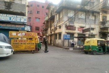 印度政府宣布在全国范围内实施封锁21天,以阻止2019冠状病毒的扩散。随后,印度老德里的部署警察增多了。