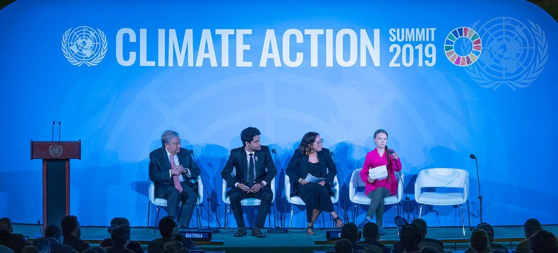 Paloma Costa participou da abertura da Cúpula da Ação Climática da ONU em 2019, com o secretário-geral da ONU, Greta Thunberg e Anurag Saha Roy