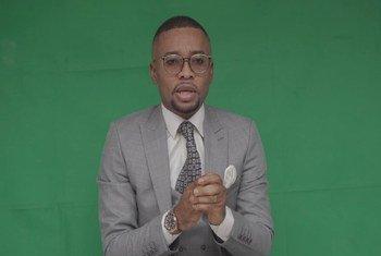 Dieunit Kanyinda, mwanahabari kutoka Kinshasa, DRC akirekodi kipindi chake kutokea nyumbani.