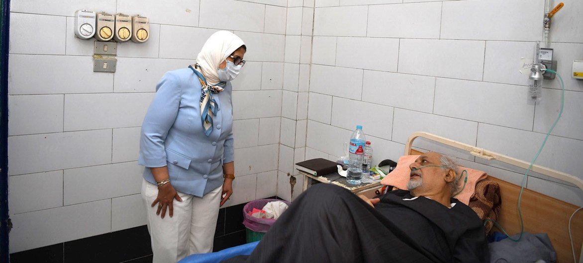 الدكتورة هالة زايد وزيرة الصحة بمصر تزور مستشفيات العزل لمرضى كوفيد -19 بمحافظة قنا