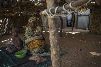 Scènes de la vie quotidienne dans un village de déplacés dans la région de Mopti, dans le centre du Mali