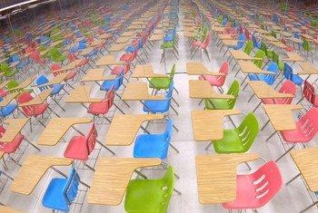 L'installation artistique Infinity représente une salle de classe. Elle fut présentée au siège de l'ONU en septembre pour souligner la crise mondiale de l'éducation.