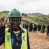 कॉंगो लोकतांत्रिक गणराज्य में एक सामुदायिक परियोजना में हिस्सा लेते स्थानीय लोग.