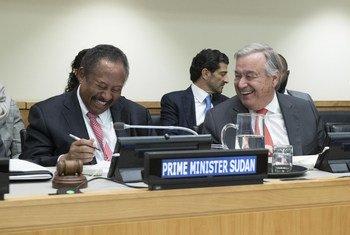 الأمين العام أنطونيو غوتيريش إلى جانب رئيس وزراء السودان الدكتور عبد الله حمدوك  في الاجتماع الرفيع المستوى بشأن السودان (الأمم المتحدة - نيويورك - 27/09/2019)