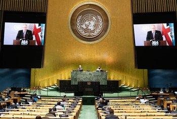ब्रिटेन के प्रधानमन्त्री बोरिस जॉनसन (स्क्रीन पर) का यूएन महासभा की जनरल डिबेट को वीडियो सन्देश (26 सितम्बर 2020)