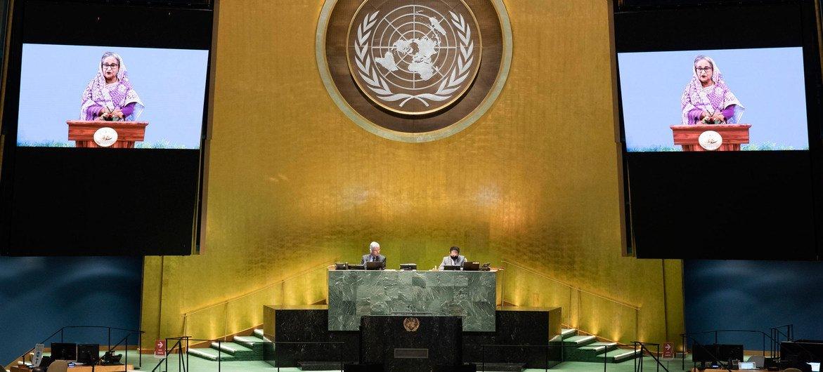 孟加拉国总理谢赫·哈西娜(屏幕上)在联合国大会第75届会议一般性辩论上讲话。