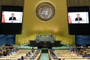 新加坡外交部长维文(屏幕上)在联合国大会第七十五届会议一般性辩论上讲话。
