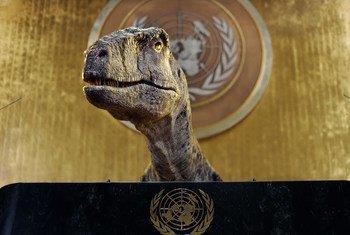 Dans un court-métrage du PNUD, Frankie le dinosaure appelle les dirigeants du monde à ne pas choisir l'extinction.