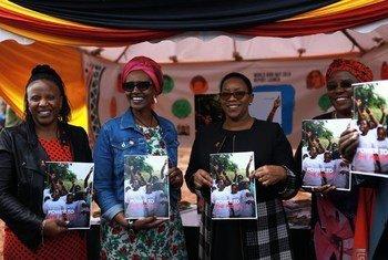 Mkurugenzi wa shirika la Umoja wa Mataifa linalohusika na masuala ya ukimwi Winnie Byanyima (wa pili Kushoto) katika uzinduzi wa Ripoti ya Ukimwi mjini Thika nchini Kenya