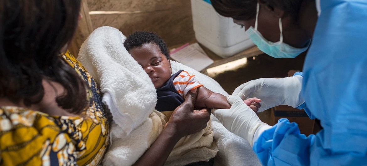 A nurse prepares to vaccinate an infant during at a clinic in North Kivu province, Democratic Republic of the Congo. (file photo)