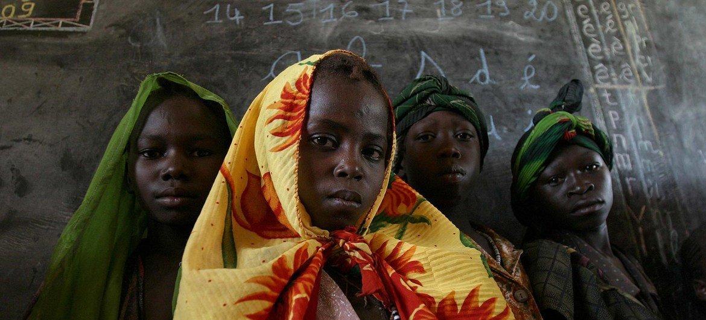 Des jeunes filles en République centrafricaine. La jeunesse représente 70% de la population