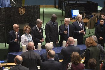 Secretário-geral, presidente da Assembleia Geral e sobreviventes do Holocausto em cerimônia na sede da ONU