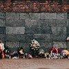 दक्षिणी पोलैण्ड में स्थित आउशवित्ज़-बर्केनाउ यातना शिविर पर स्थित स्मारक.