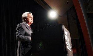 El Secretario General António Guterres pronuncia un discurso sobre la igualdad de género en la New School de Nueva York.