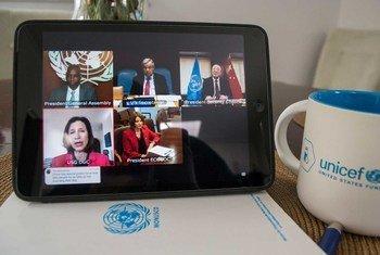كبار المسؤولين الأممين يطلعون الدول الأعضاء في إحاطة عبر تقنية الفيديو حول جائحة كوفيد-19.