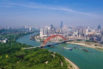 Cidade de Wuhan, na China, onde o vírus surgiu no final de 2019