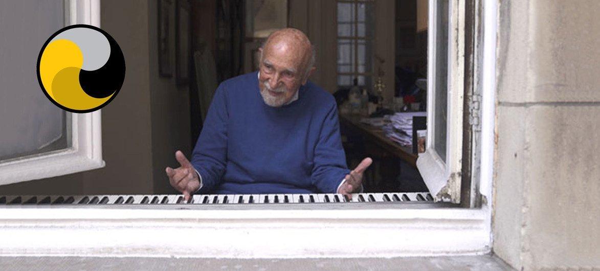 89岁的钢琴家西蒙·格罗诺夫斯基(Simon Gronowski)