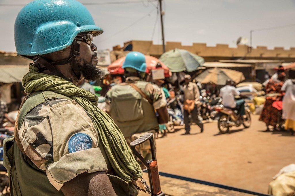 El teniente piloto aviador Luis Alfonso Amaya Medrano da apoyo a los convoyes y patrullas en distintas ciudades de Mali.