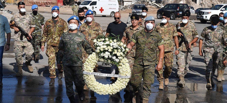 中国赴黎维和多功能工兵分队向贝鲁特港口爆炸遇难者敬献花圈