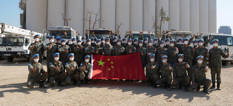 完成援助任务后中国工程队合影