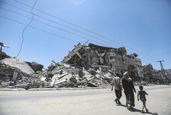 Un bâtiment endommagé par une frappe aérienne israélienne dans la ville de Gaza.
