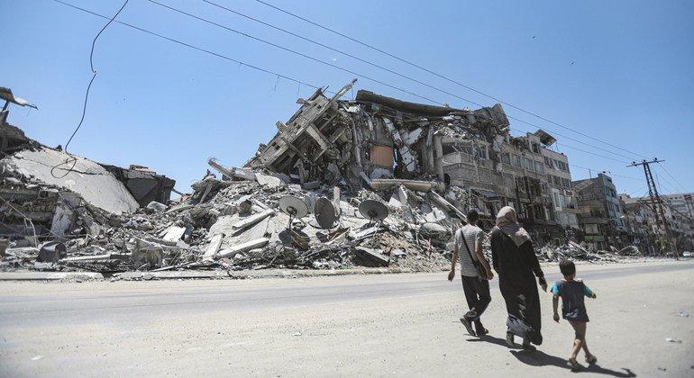 مبنى مهدّم في غزة بسبب الغارات الإسرائيلية خلال الأعمال العنيفة بين الطرفين.