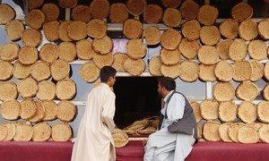 阿富汗喀布尔的一家面包房。