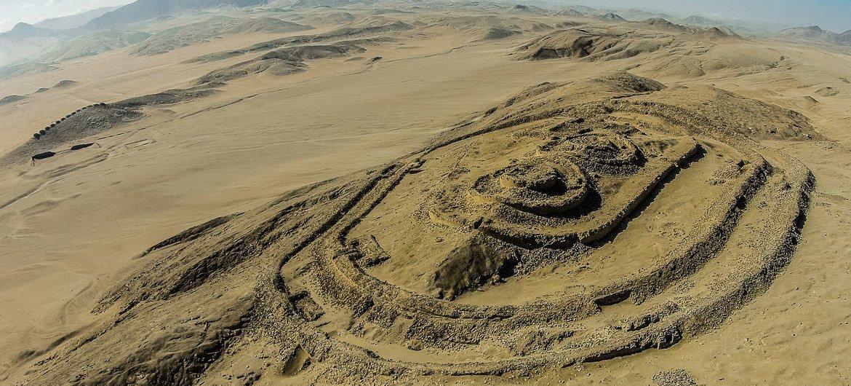 Vista aérea del Templo Fortificado del complejo arqueoastronómico Chankillo, en Perú.
