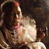 दुनिया भर की आधी से ज़्यादा आबादी, तम्बाकू उत्पादों के सेवन के जोखिम में जीवन जीती है.