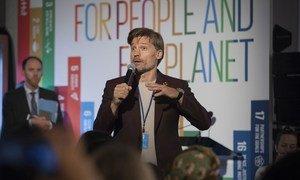 Nikolaj Coster-Waldau, ator de Game of Thrones e embaixador da Boa Vontade do Pnud, participa de um evento na ODS Action Zone.