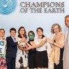 """Los jóvenes de """"Fridays for Future"""" reciben el premio Campeones a la Tierra el 26 de Septiembre en Nueva York."""