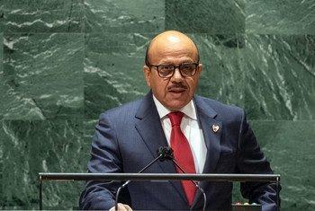 وزير الخارجية البحريني، الدكتور عبد اللطيف بن راشد الزياني، خلال تقديم خطاب بلاده في النقاش للدورة السادسة والسبعين للجمعية العامة.
